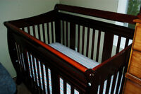 Superb crib, stork craft brand, tidy condition