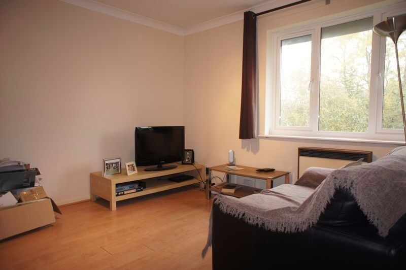 A one bedroom top floor apartment presented in great condition