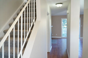 Riverbend 2 bed townhouse, First month free! Walk to daycare Edmonton Edmonton Area image 2