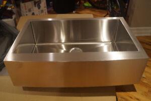 Evier à tablier farmhouse Apron sink --NEUF--valeur 598$