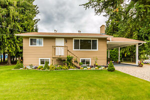 706 Whitehead Street, Sicamous - Very clean well kept home.