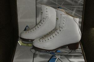 Figure Skates - Ladies size 5 C, Jackson Classique Peterborough Peterborough Area image 2