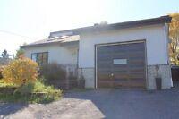 Magnifique maison à Alma incluant 2 garages et grand terrain