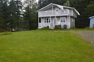 Petite maison à vendre avec beaucoup de potentiel !