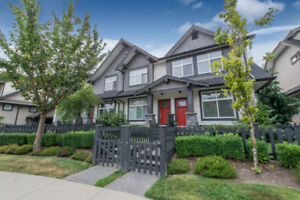 Bright 3 Bed Townhouse with amazing fenced yard