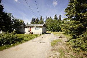 Great starter home, huge lot backing onto trees/park Edson 40345