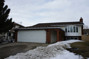 OPEN HOUSE!! Sun 1-4PM! Renovated 5 Bed Bi-level South East!