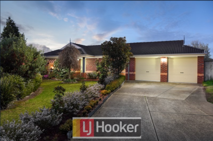 House for sale LARGE BLOCK Narre Warren South