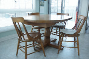 Kitchen (expandable) table/chairs