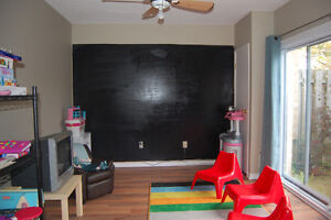 Townhouse with Garage - 3 BDR, 1.5 Bath, East London 1st Jan London Ontario image 6