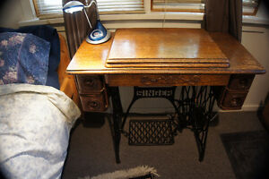 Antique Singer Treadle Sewing Machine /Cabinet/Sideboard
