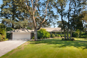 Exclusive Oak Bay House For Rent - UPLANDS