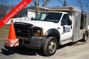 Camion de service spécialiser en soudure avec tout c'est outils