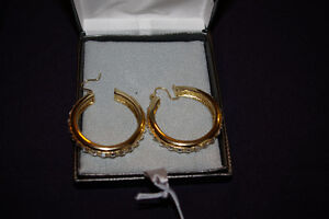 New Earings with Crystals, Gold Plated Kitchener / Waterloo Kitchener Area image 1