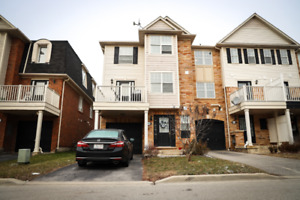 Perfect 3 Bedroom End Unit Town Home In Bronte Creek Oakville