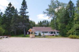 IMMACULATE private beach. Private family lakeside cottage rental