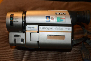 Sony Hi8 CCD-TRV65 Video Camcorder Handycam 72x zoom