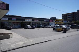 Local Commercial à louer *900 pi ca* (Commercial Space) à Cartie