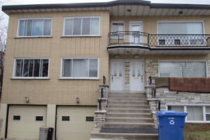 71/2 Heated Duplex with A/C  * Available June 1st/17 Cote St Luc