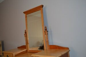 Hand Crafted Dressing Table Windsor Region Ontario image 3