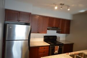 1450 sq ft 3 Beds Condo Town house + 1 Parking for rent / lease