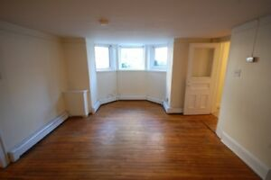 Great 2 Bed on Spring Garden, Close to DAL! Avail JULY