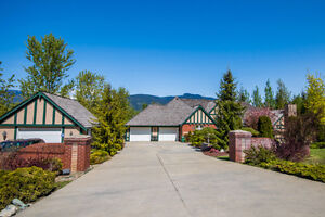 5121 Ivy Rd, Eagle Bay - EXECUTIVE STYLE RANCHER ON 1.4 ACRES
