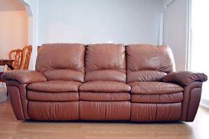 Canapé en cuir 3 places de marque Elran avec le fauteuil assorti