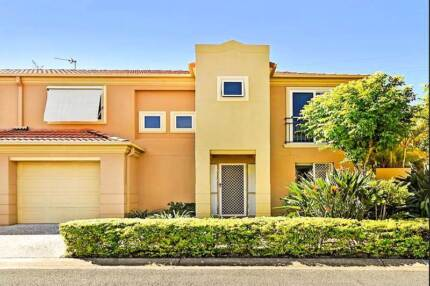 3 Bedroom Town House in the Heart of Robina