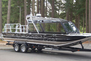 Jet Boat with twin 370 hp diesel engines
