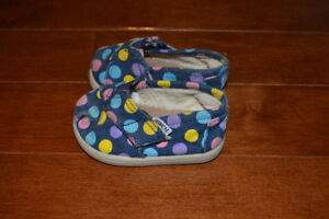 Baby girl Toms. Size 4T. In excellent condition.