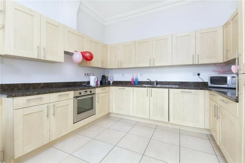 STUNNING LIGHT AIRY 2 BED FLAT CLOSE TO
