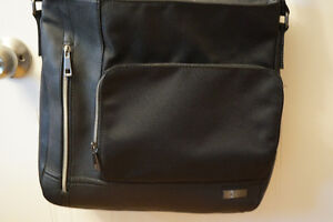 CALVIN KLEIN  BLACK   MESSENGER BAG CAN HOLD TABLET