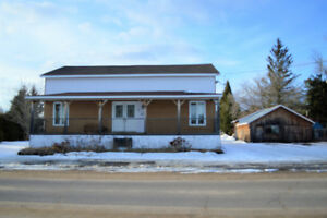 Charming Country Home in Chalk River! MLS 1098229