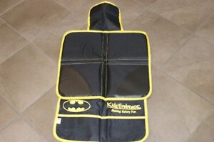 BATMAN & BATGIRL KIDS EMBRACE DELUXED VEHICLE MATS