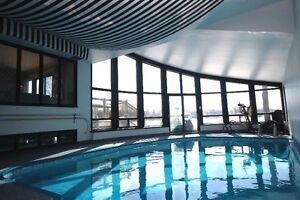 Propriété de prestige en bord de l'eau avec piscine interieure