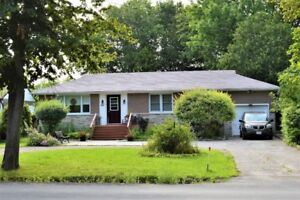 GORGEOUS IN-TOWN BUNGALOW!