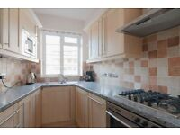 2 bedroom flat in Barons Keep, London, W14