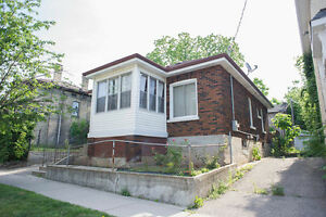 45 ALFRED ST: 3+2 bedrooms, 2 bathrooms & GREAT opportunity!
