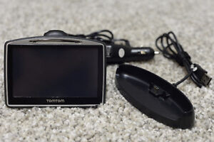 TomTom Go 730 GPS US & Canada Maps, Car Charger & Cradle