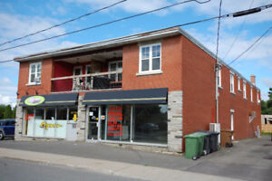 LOCAL COMMERCIAL RUE ST-PIERRE DRUMMOND + STATIONNEMENTS***