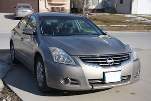 2011 Nissan Altima 2.5 SL / LEATHER & HTD SEAT/ ALLOY/ SUNROOF