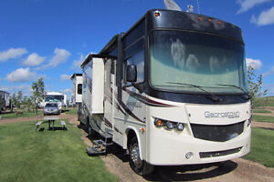 LOOKING TO STORE RV