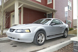 2002 Ford Mustang V6 Coupe (2 door)