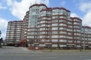 Port Union /401 / Sheppard Ave East   2 Bedrooms + Den $435,000