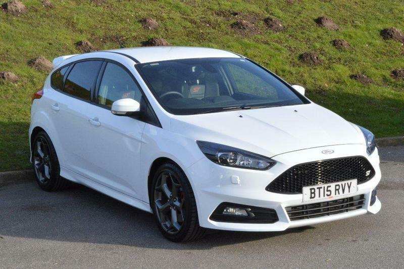 Ford Focus 2 0t Ecoboost St 3 5 Door White 2015 In