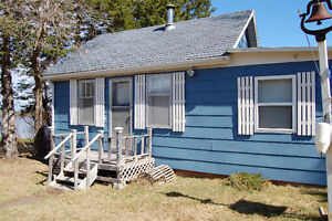 Cottage - waterfront - ocean - sleeps 8 - great location!