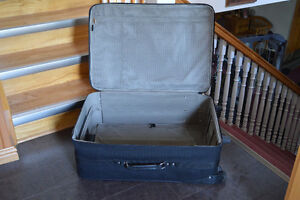 2 AMERICAN TOURISTER SUITCASES Stratford Kitchener Area image 4