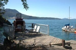 Waterfront, private beach, moorage, wood fireplace -Amazing!