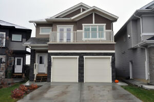 2 Bedroom Home with Attached Garage SW Edmonton - Pet Friendly